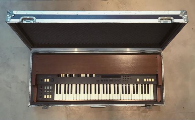 Órgano Korg CX-3 y flight case a medida (simulador de órgano Hammond)