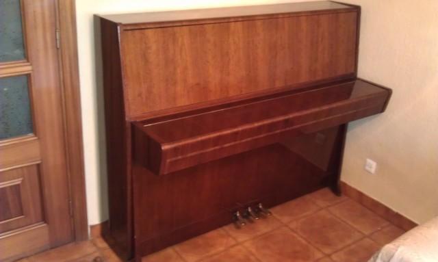 Piano Petrof Clásico 114