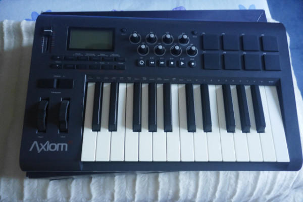 Teclado controlador M-Audio Axiom 25 (2nd gen)