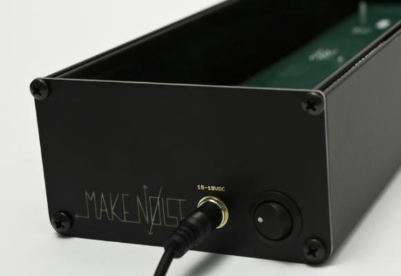 Vendo Make Noise Skiff Powered, caja eurorack, tamaño: 3U x 104HP