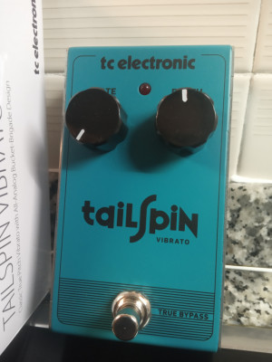 Tailspin Vibrato TC Electronic por Overdrive, Mooer AnaEcho o Tremolo
