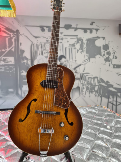 Godin 5th Avenue Kingpin Cognac burst,  Nueva!