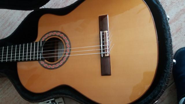 Guitarra Manuel Rodriguez D Cutway + ampificador Ashdown AAR3