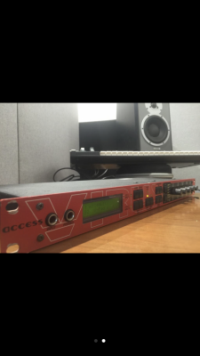 Sintetizador Access Vírus Rack