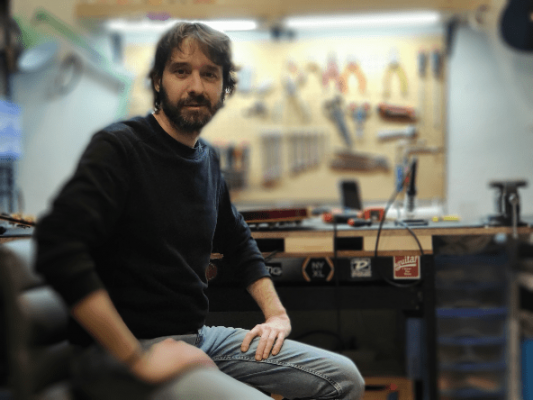 Luthier en Carabanchel - Madrid con Electrónica Baile