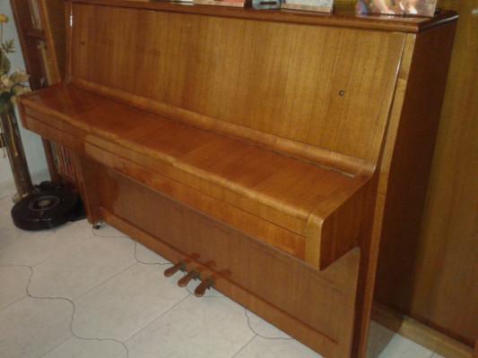 PIANO DE PARED-EN BUEN ESTADO