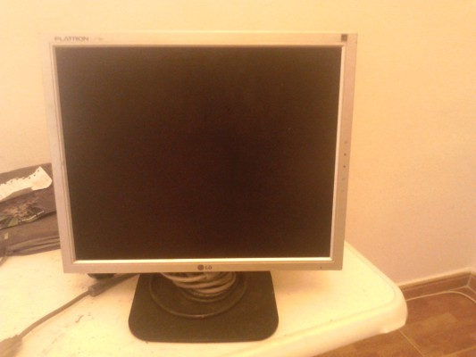 se vende pantalla de ordenador lg flatron