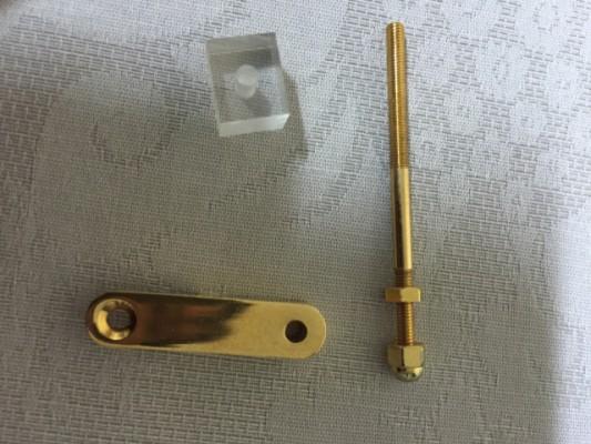 Soporte para golpeador de archtop en dorado/Archtop gold pickguard bracket
