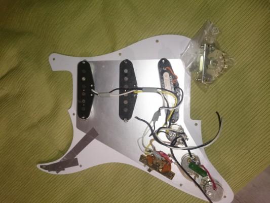 Electrónica stratocaster completa.