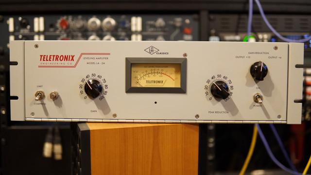 Universal Audio Teletronix LA-2A Optical Compressor
