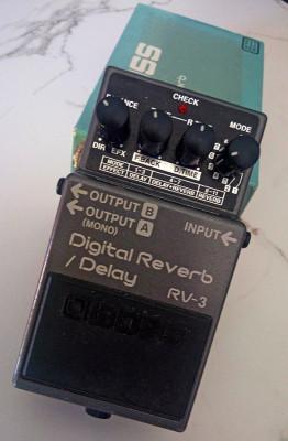 """BOSS """"RV-3"""" Digital Reverb / Delay"""