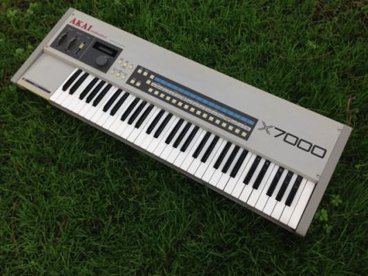 Teclado sampler Akai X7000 de 1986