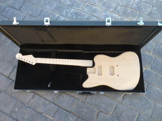 Guitarra jazzmaster inacabada