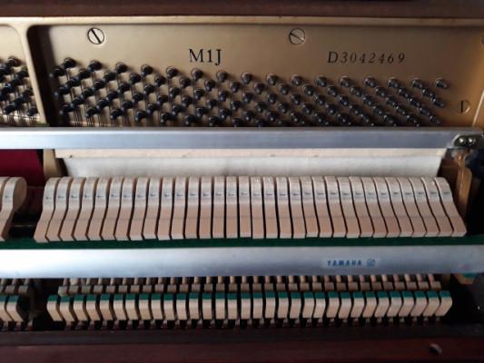 Piano Yamaha M1J