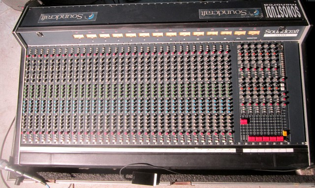 SOUNDCRAFT 500 - Mesa de mezclas 32-12