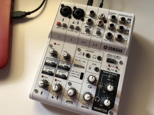 Yamaha AG06 interfaz y mesa de mezclas