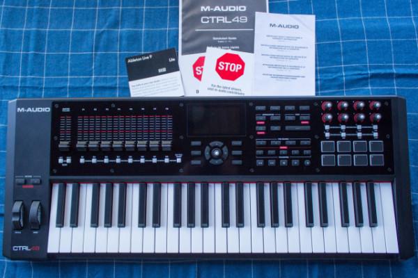 Teclado MIDI M-audio CTRL 49 con funda