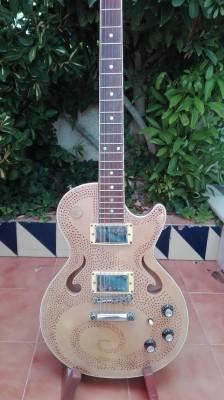 Guitarra tipo les paul.