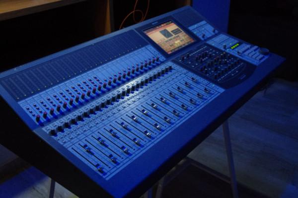 Sony DMX R100