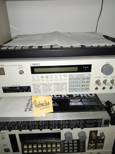 Akai s950 con lector tarjetas sd
