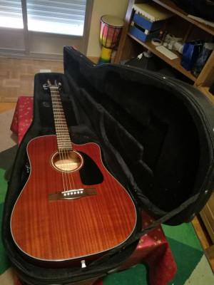 Guitarra Electroacustica con estuche semiduro