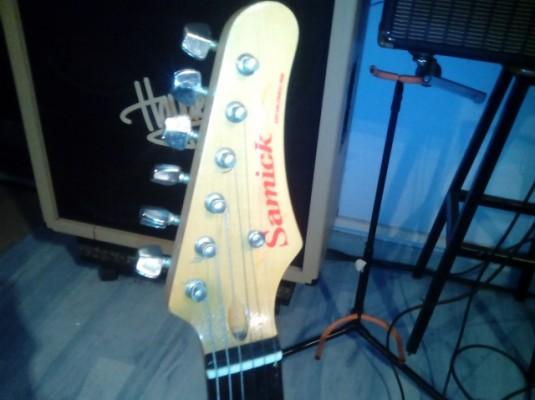 Vendo o cambio Stratocaster Samick made in indonesia años 80 . 120 e . Barcelona