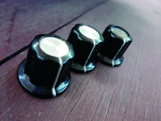 2 Botones de potenciómetro (knobs) + 1 DE REGALO.