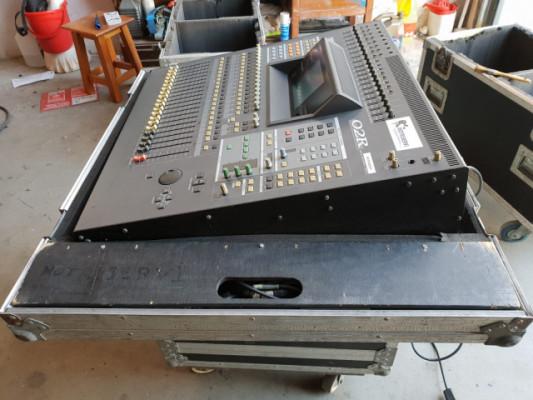 Mesa digital Yamaha 02 R