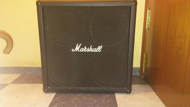 Pantalla marshall 4x12 con celestion v30