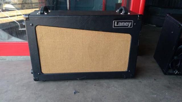 Pantalla para guitarra Laney cub 2 x 12