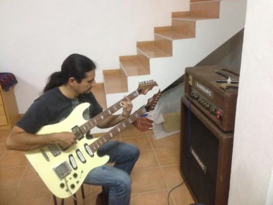 Ofrezco clases de guitarra eléctrica,presenciales y on line