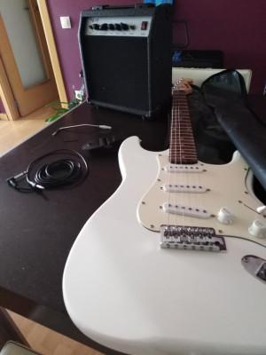 Guitarra Keytone más amplificador