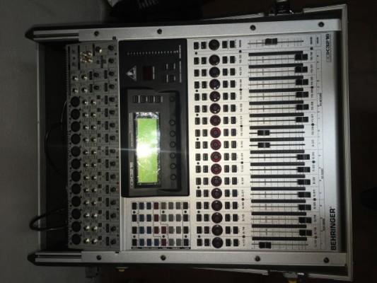 Mesa digital Behringer DDx3216 con flight case