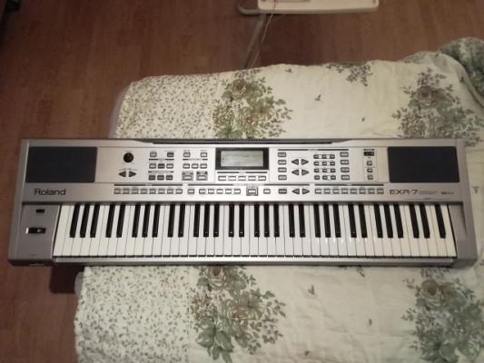 Teclado Roland EXR-7 Interactive Arranger + Quicklok SL8 soporte 2 teclados