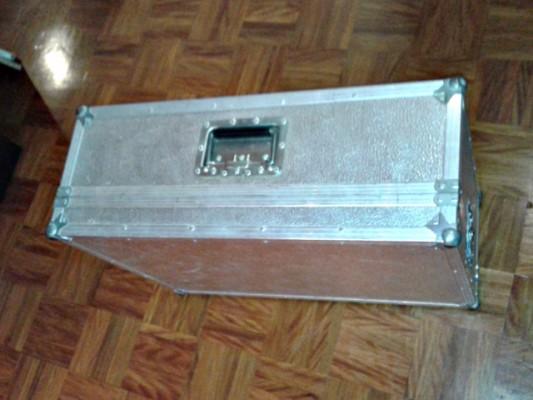 Flycase y pedales de volumen