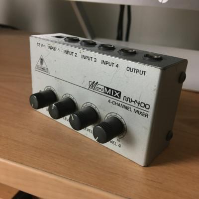Mixer lamentable, pero funcionando (Behringer MX400)