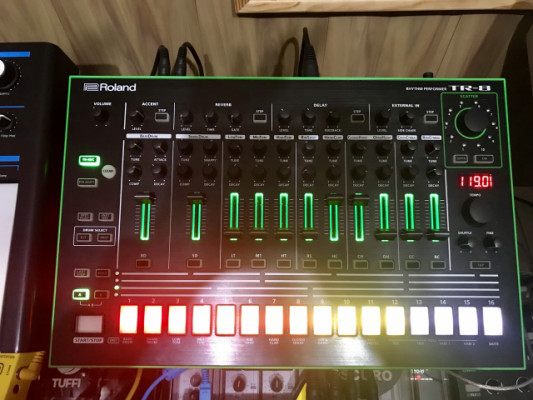 Roland tr-8 con expansion incluida