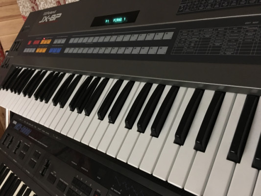 Sintetizador polifónico Roland JX8P
