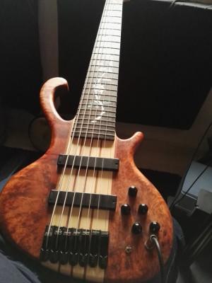 Bajo luthier Antoniotsai VENDO/CAMBIO