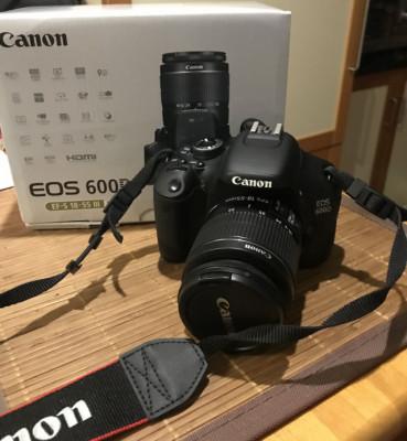 Canon EOS 600D con objetivo EFS 18-55 III