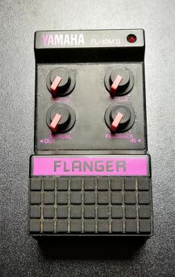 Pedal Flanger Yamaha FL 10 M2 para guitarra