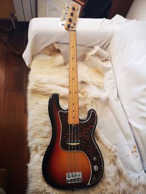 Bajo Fender Precission