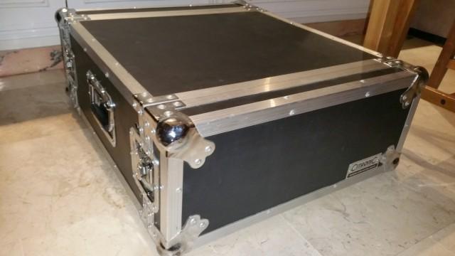 Flightcase rack de 4 unidades
