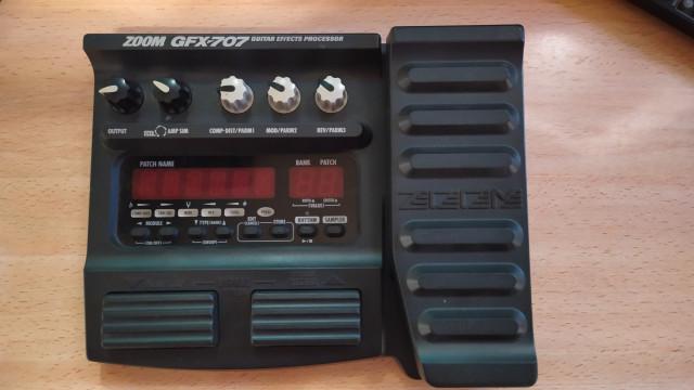 Pedalera de efectos Zoom GFX-707. Regalo transformador