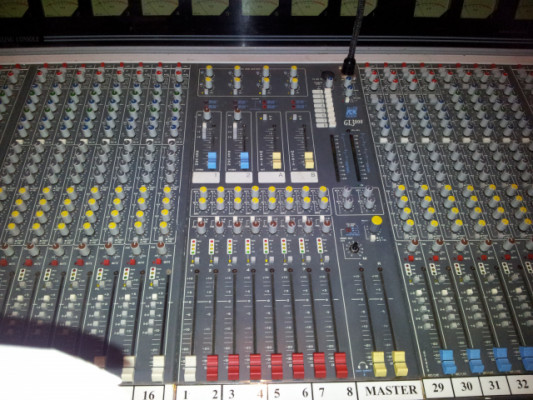Mesa Allen Heat 3000, 32 canales