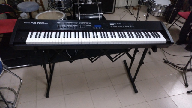 piano digital de escenario Roland RD 700 SX