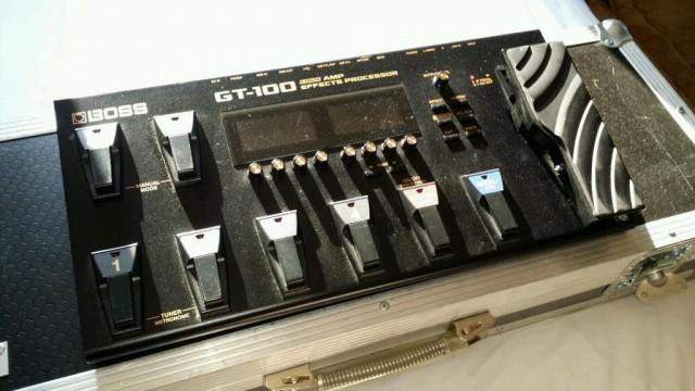 BOSS GT100 v2 MULTIEFECTOS