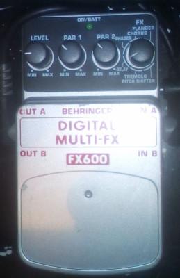 PEDAL BEHRINGER FX-600 MULTIEFECTOS