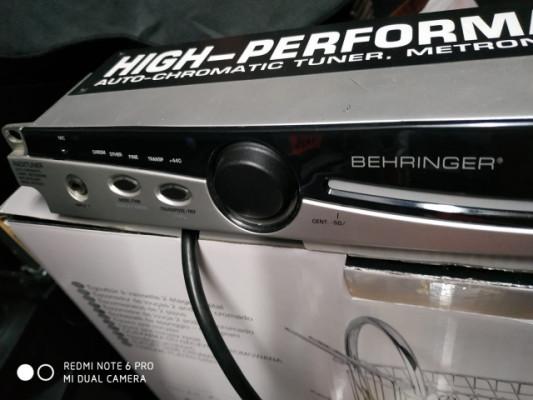 Afinador behringer BTR 2000