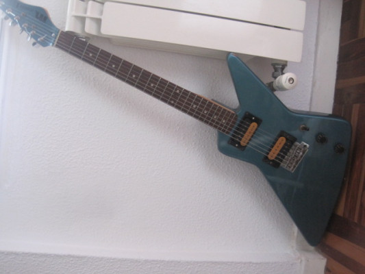 Guitarra Mach 1 copia de Explorer, 80s
